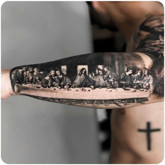 Татуировка Иисус Христос на руке у мужчины