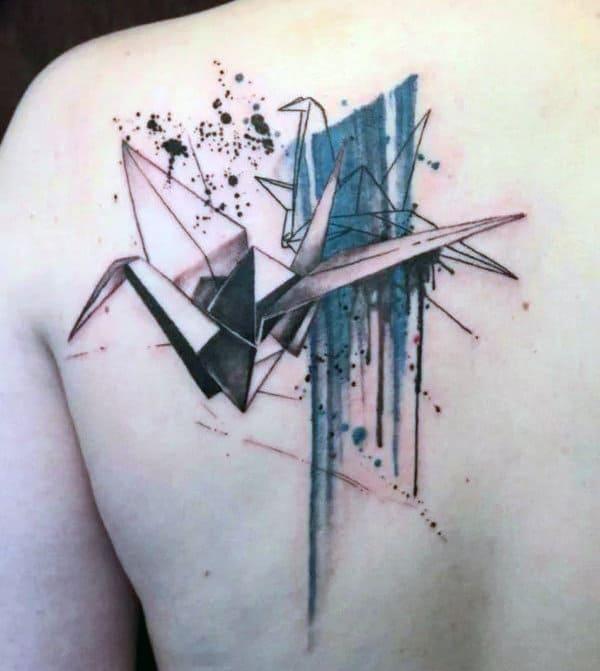 Татуировка журавль оригами на спине у парня