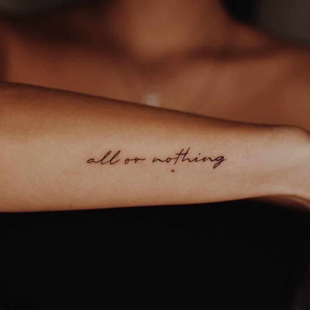 Татуировки нежные надписи