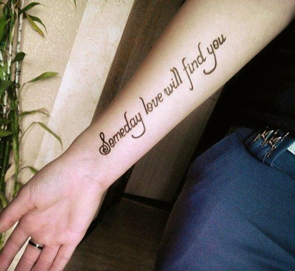 Татуировка ной на женской руке