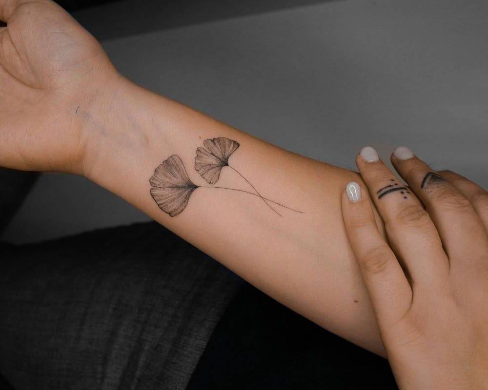 Фотографии татуировок листья