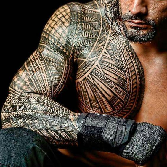 Красивая татуировка самоа на мужском теле