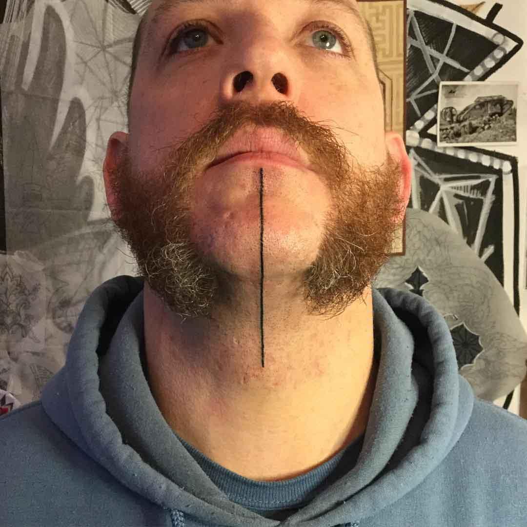 Татуировка в одну линию на мужской голове