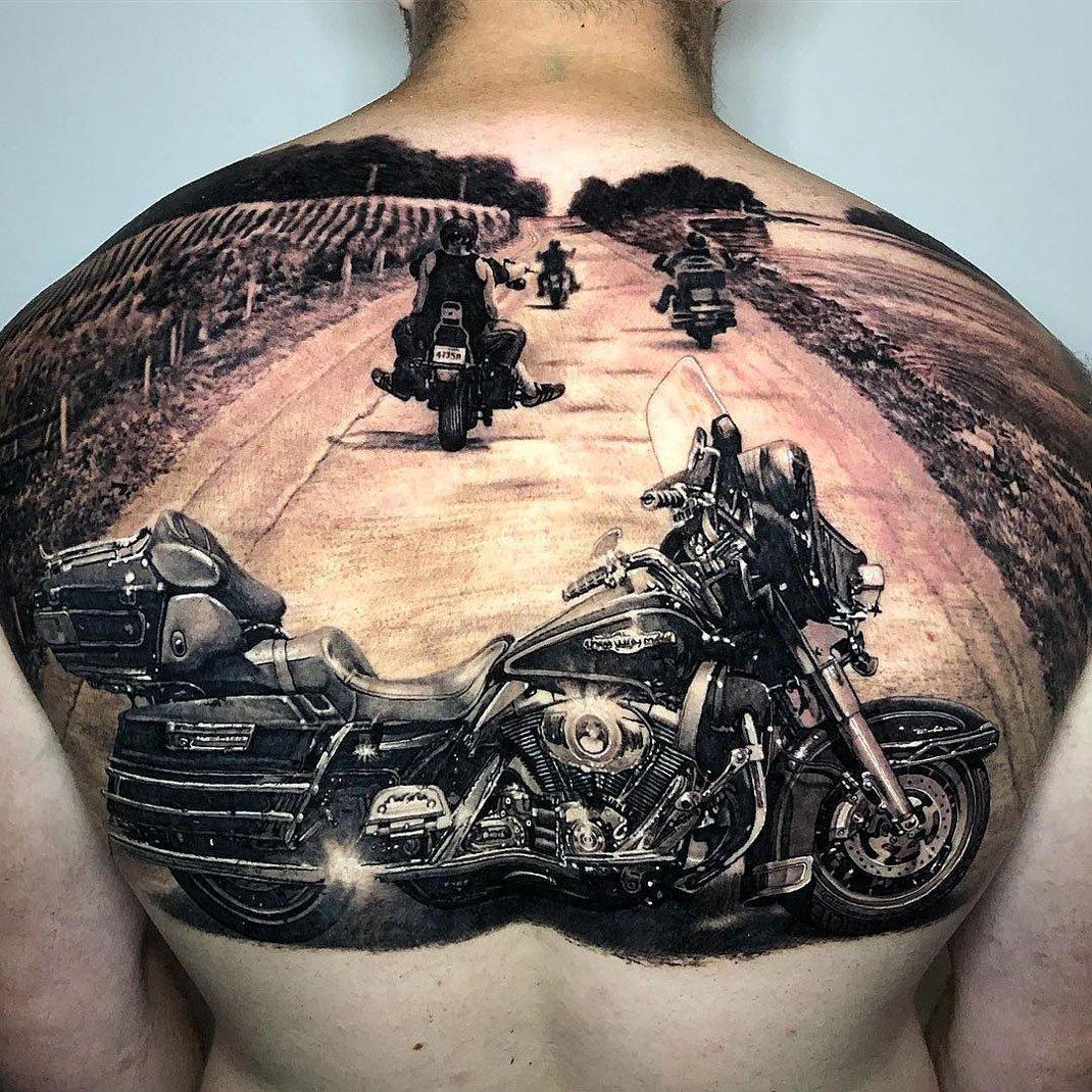 тату мото байкер дорога на спине