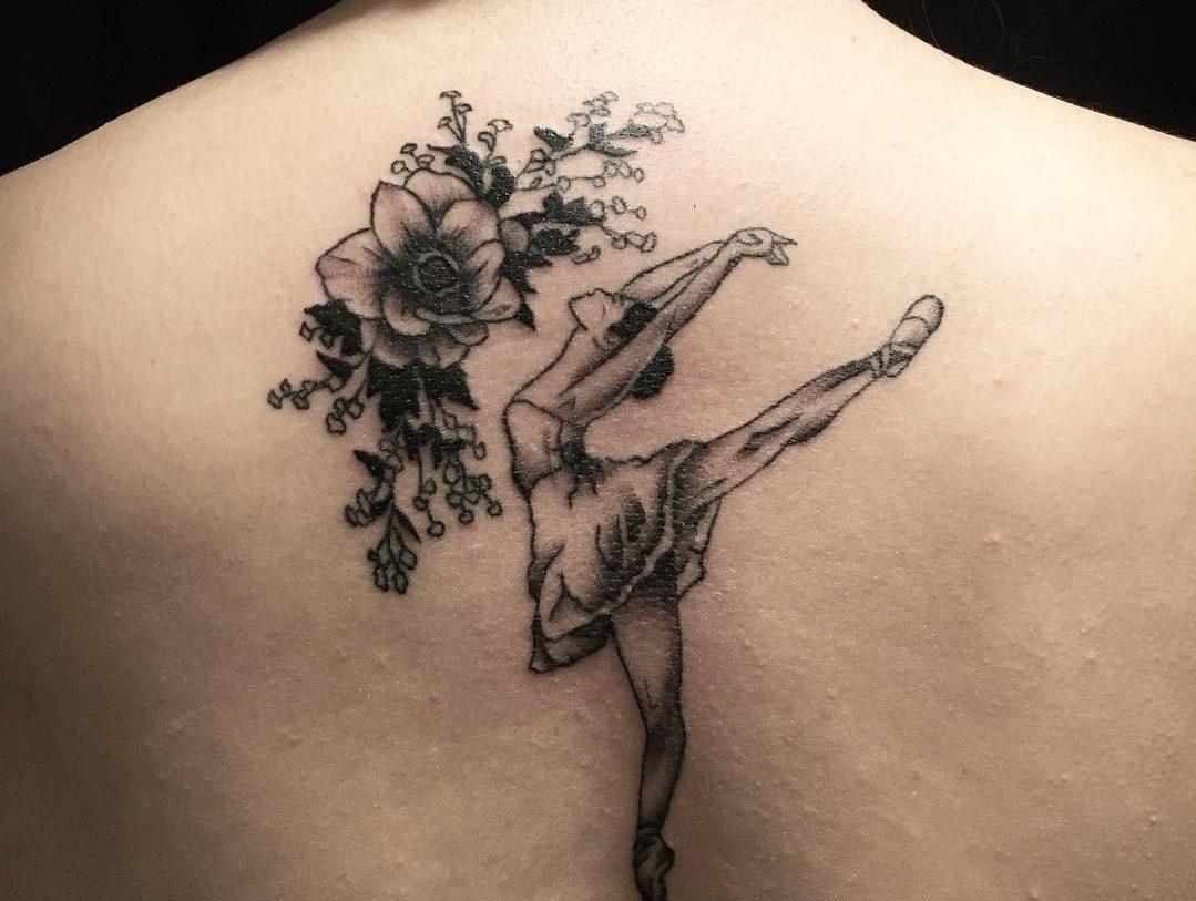 тату с балериной и цветами
