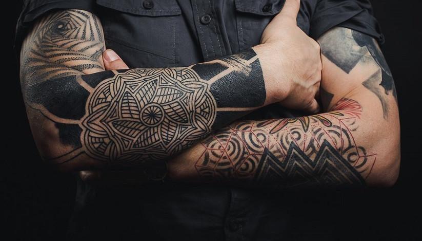 Фото тату в стиле блэкворк (blackwork tattoo)
