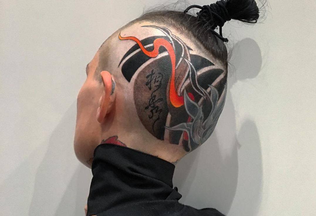 японская тату с красным элементом
