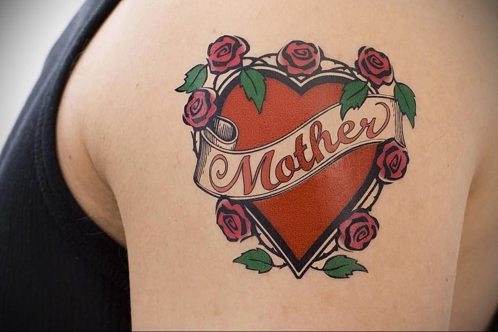 Фотографии татуировки надпись про маму