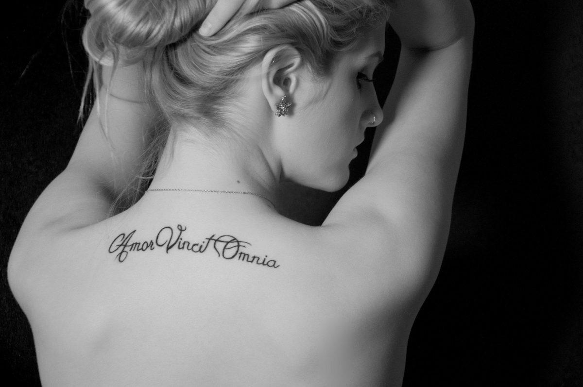 Фотографии татуировки надписи для девушек со смыслом