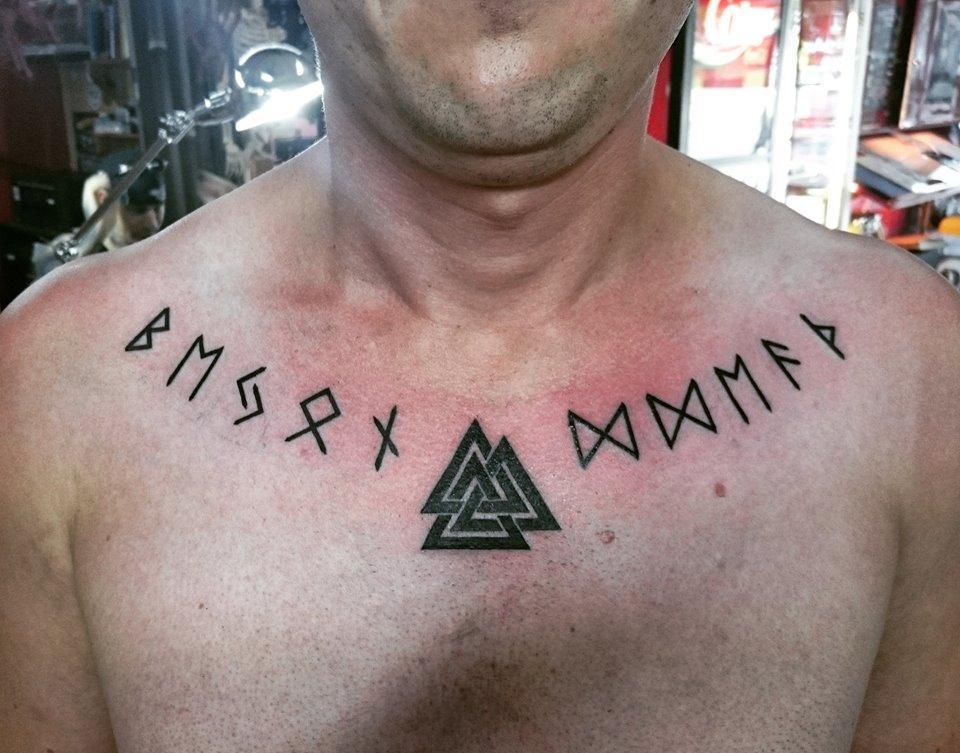Фотографии татуировки надписи рунами