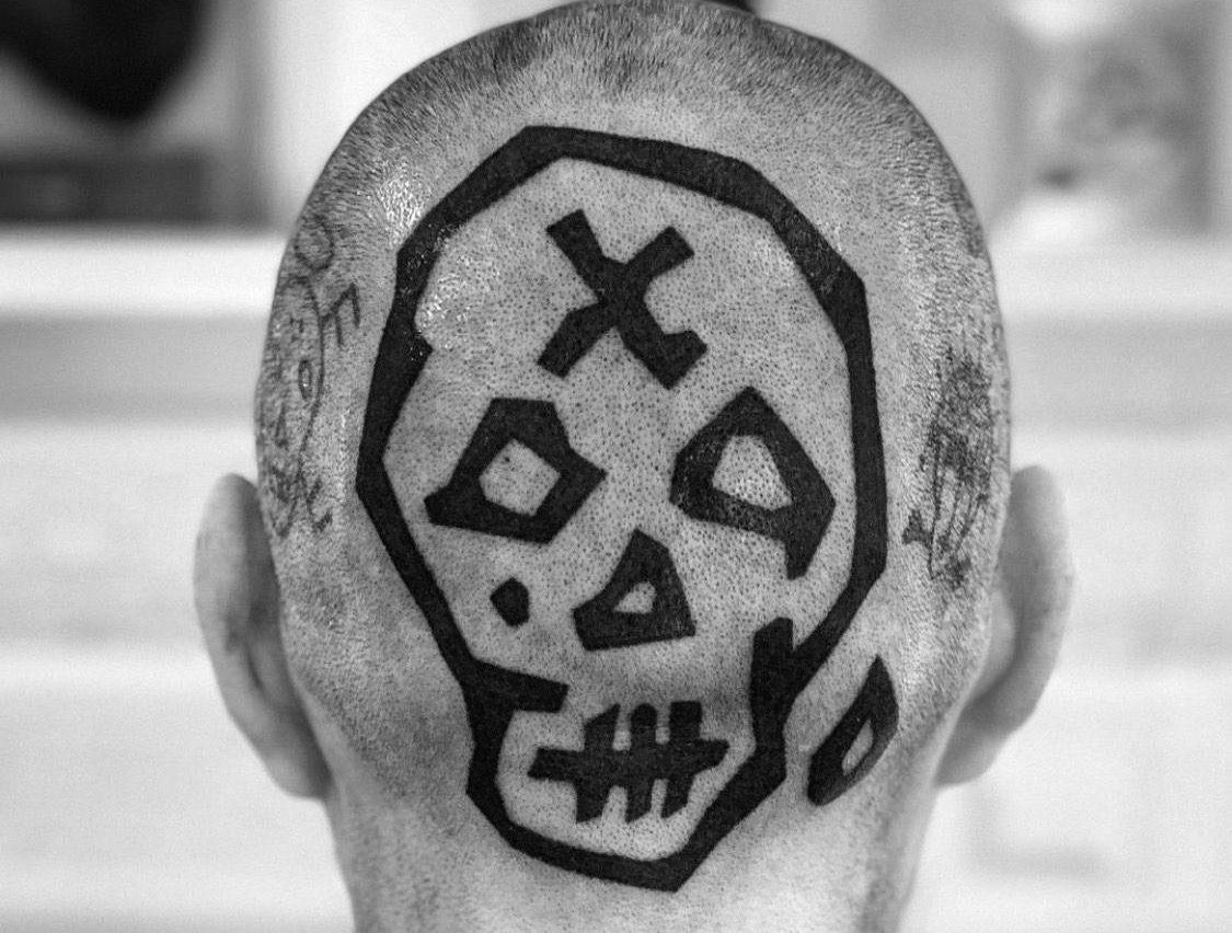 Хендпоук - домашние татуировки на затылке