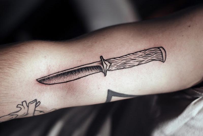 Значение и фото тату меч