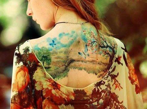 Тату природа, пейзаж спина девушки