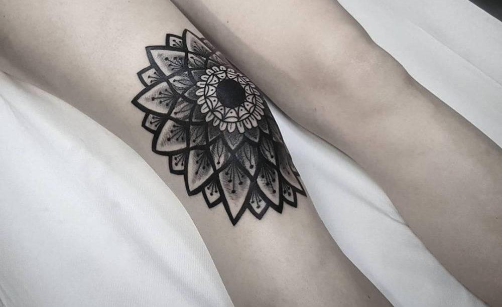 Фото и значение татуировок на коленях